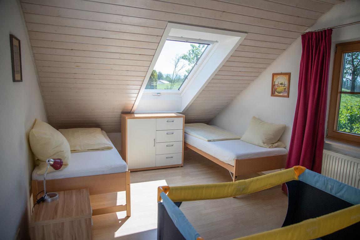 2020-05-schlafzimmer4_adlerhorst_haus-sonnenschein