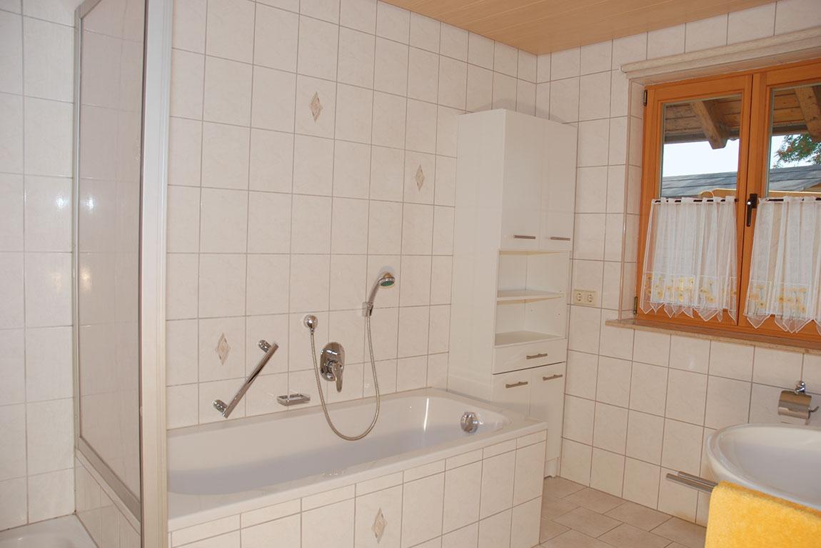 bad-dusche-wanne_adlerhorst_haus-sonnenschein
