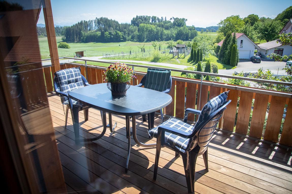 2020-05-ferienhof-sonnenschein-alpenblick-balkon