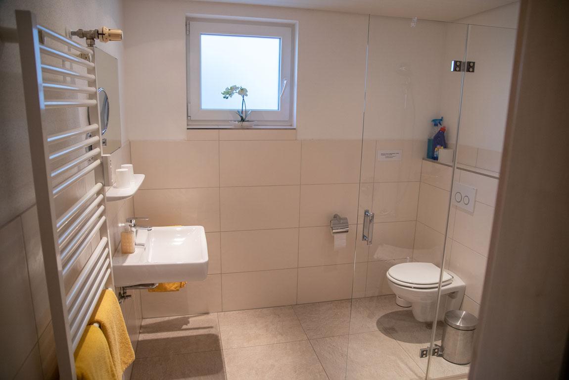 2020-05-badezimmer_falkennest_haus-sonnenschein