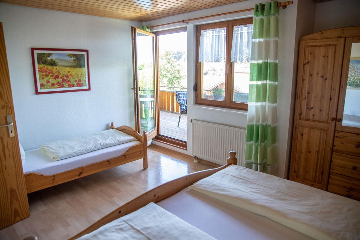 2020-05-ferienhof-sonnenschein-seeblick-schlafzimmer