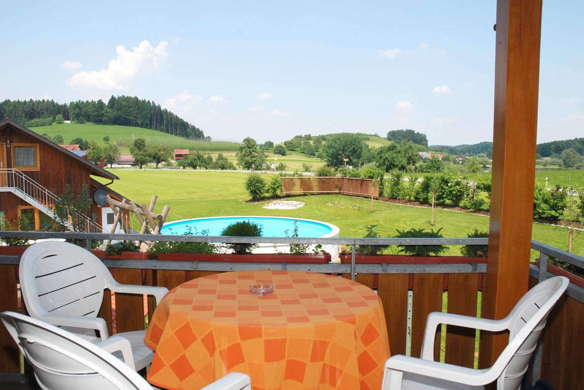ferienhof-sonnenschein-ferienwohnung-zwergenstueble-balkon